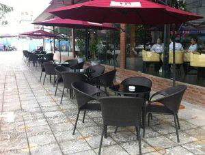 65b162a863de83cce994af20abdc998f 300x227 - Lý do các quán cafe hay dùng ô dù quán cafe để che nắng mưa