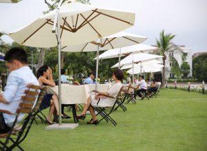 Bí quyết ô ngoài trời đem đến sự lãng mạn không gian sống 300x219 - Lý do các quán cafe hay dùng ô dù quán cafe để che nắng mưa