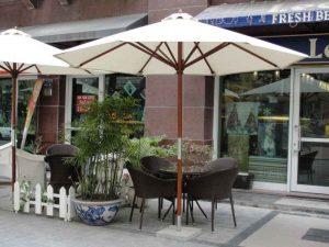 Xưởng sản xuất ô dù quán cà phê giá rẻ 300x225 - Các loại ô dù quán cà phê được ưa chuộng nhất hiện nay